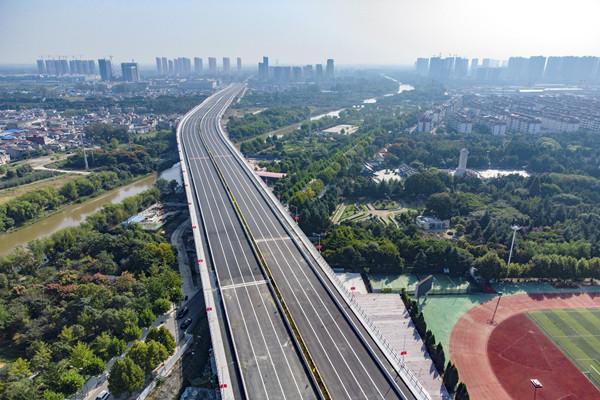 银河一路上跨京沪铁路立交正式竣工通车